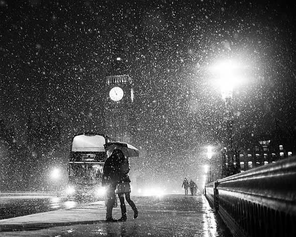 London When it Snows - Big Ben and Lovers